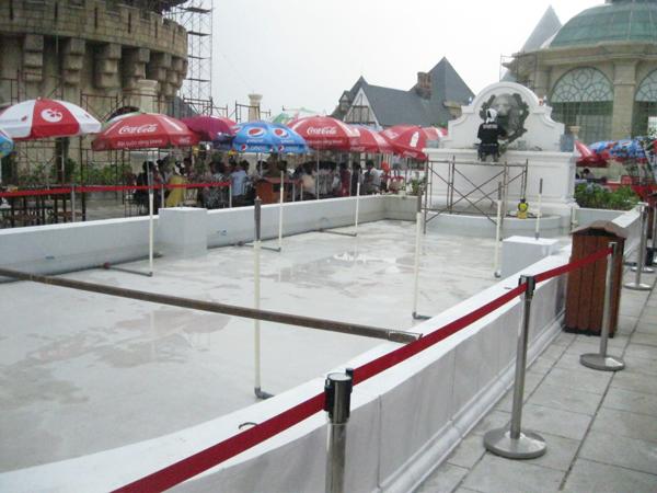 Bọc composite trên bể phun nước